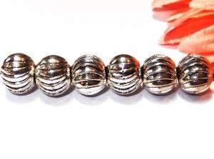 6 silberfarbene Metallperlen, 9 mm