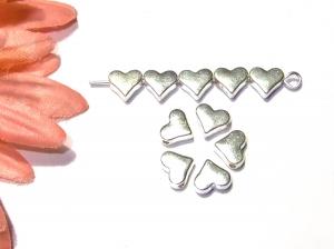 10 silberfarbene, kleine Metallherzen