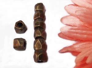 8 altmessingfarbene Metallperlen, Kantig