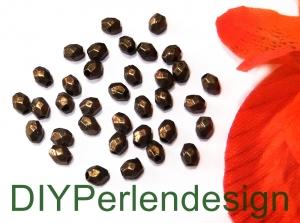 30 kleine altmessingfarbene Metallperlen, Kantig