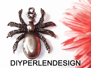 1 großer silberfarbener Spinnenanhänger