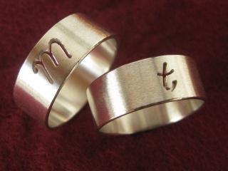 Ringpaar/Ringeset mit Initialen - Handarbeit kaufen