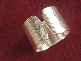 Silberring offen geschmiedet und gebürstet