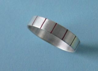 Silberring mit gleichmäßigen farbigen Streifen - Handarbeit kaufen