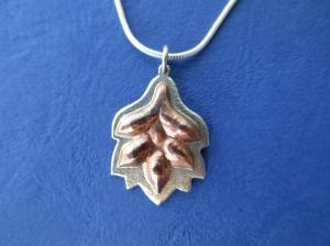 Blattanhänger Silber/Kupfer mit Kette - Handarbeit kaufen