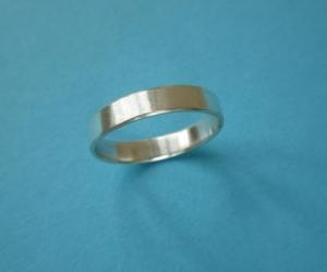 Silberring schlicht mit matt gefeilter Oberfläche