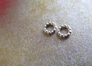 -pretty simple- feine Perlohrstecker -Kleiner Kreis- - Handarbeit kaufen