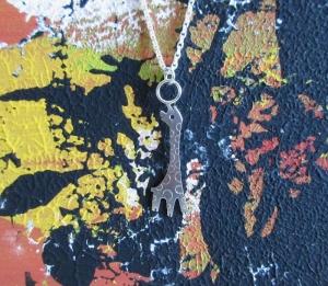 Silberanhänger -Kleine Giraffe- mit besonderer Silberkette - Handarbeit kaufen
