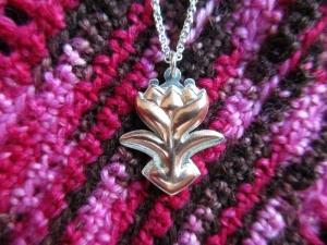 Anhänger -Blume- Silber/Kupfer mit Silberkette ziseliertes Unikat - Handarbeit kaufen