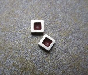 Ohrstecker -Rote Quadrate- Silberohrstecker mit Farbakzent - Handarbeit kaufen