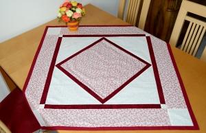schöne helle rot weiße Sommertischdecke - Handarbeit kaufen