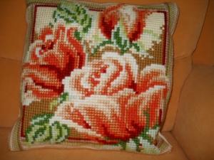 Handgemachtes Stichkissen / Deko - Kreuzstichkissen mit Motiv Rosen