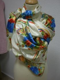 Pareo/Strandtuch Große bunte Blüten auf Cremefarbener Seide