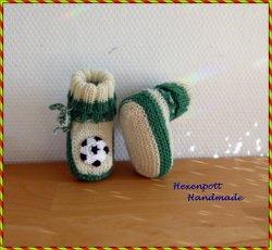 Babyschuhe Fußball handgestrickt grün weiß Fanartikel