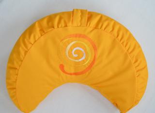 Meditationskissen-Halbmondkissen *Sonnenspirale* bestickt mit Dinkelspelzfüllung