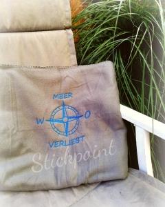 Fleecedecke bestickt MEER VERLIEBT und Kompass