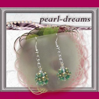 Ohrringe mit einer Perlenkugel