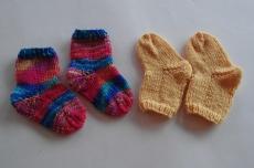 Babysocken im 2er Pack  /  0-1 Monate / handgestrickt /  bunt und uni / jetzt kaufen