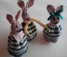 Hasen-Eierwärmer  im  3-er Pack  handgestrickt jetzt kaufen