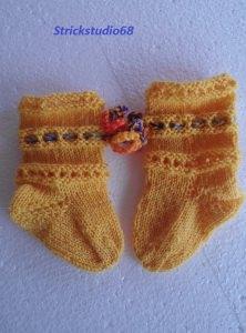 Handgestrickte Babysocken in gelb ♥