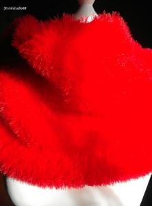 Loop  in rotem Kuschelgarn handgestrickt