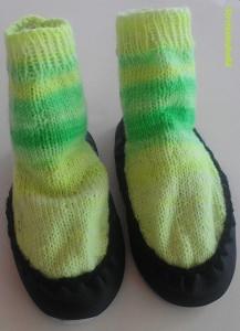 Hüttenschuhe in leuchtenden grün für Kinder Gr.26/27 handgestrickt mit Ledersohlen jetzt entdecken