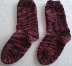 Dicke Socken Gr.36/37 handgestrickt im selbstmusternden Garn, vorhandene Farben :orange, lila,,dunkel grün