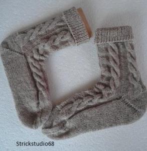 Socken handgestrickt mit Zopfmuster in der Gr. 36/37 in beige