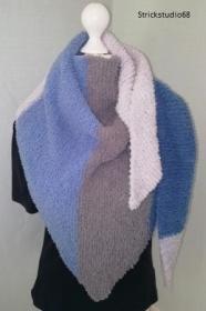 Dreiecktuch -Fluffy  handgestrickt in blau und grau Tönen leicht und weich