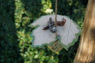 Meisenknödel Blatt mit 2 Würmchen