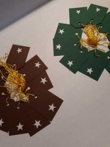 10 Mini - Geschenkanhänger, Etiketten, Tags ...  in dunkelgrün oder dunkelbraun ...  mit ausgestanztem Sternchen ...
