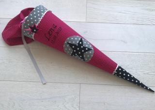 Handgefertigte Schultüte aus Stoff mit Wunschnamen und Stern
