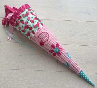 Handgefertigte Schultüte mit Namen und Blumen - Handarbeit kaufen