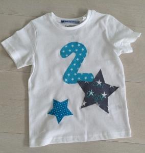 handgefertigtes Geburtstagsshirt mit Zahl, Sternen und Namen - Handarbeit kaufen