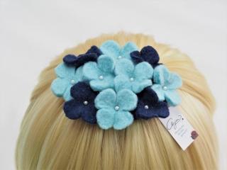 Wunderschöne Haarspange mit kleinen Blütchen in den Farben himmelblau/dunkelblau aus 100 % Wolle! - Handarbeit kaufen