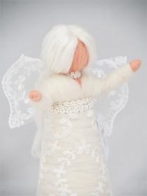 Wunderschöner Engel zur Weihnachtszeit aus feiner Wolle und Seidenhaar - Handarbeit kaufen