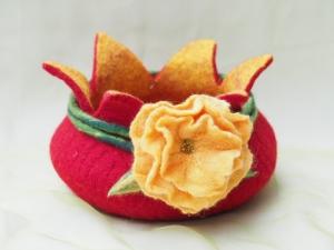 Dekorative Filzschale für Ostern und Frühling aus 100 % Wolle mit Blütendeko