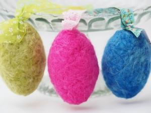Ostereier handgefertigt Wolle und Seide bunt mit Bändern