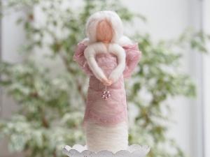 Dekoengelchen * Handgearbeitet * 100 % Wolle * Weiß * Edles Spitzenband * Stehend - Handarbeit kaufen