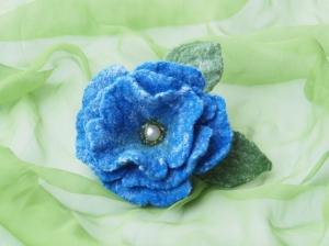 Bezaubernde Ansteckblüte in kräftigen Farben aus feiner Wolle/Seide Mischung  - Handarbeit kaufen