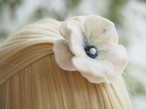 *Bezaubernde Blüte *Haarschmuck*in Blau und Weiß *aus feiner Wolle*handgefertigt*  - Handarbeit kaufen