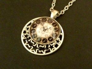 Halskette mit Uhr Motiv in schwarz silber Sterne Schmuck Geschenkidee Frau