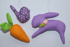 Osterhase/Möhre/Vögelchen Osteranhänger aus Baumwollstoff genäht insg. 3 Stück lila/orange/grün