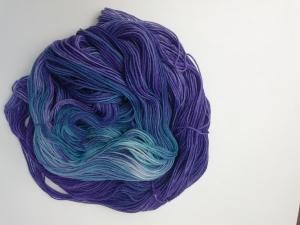 handgefärbte Wolle   kuschelweich   Lilamond Variante 1