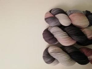 handgefärbte Wolle   kuschelweich   ☆ phantastische Tierwesen - Niffler ☆  