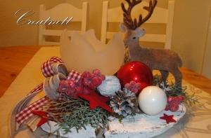 ☆ Weihnachtliche Tischdeko auf Holzscheibe mit Teelichtglas und Hirschdeko ☆
