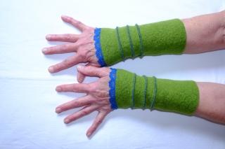 Pulswärmer Armstulpen aus Strickwalk mit Baumwollspitze