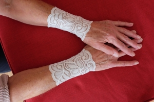 Armstulpen Handstulpen weiß elastische Spitze