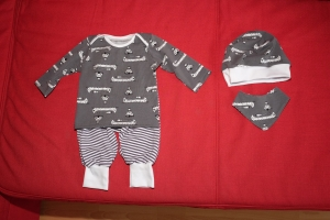 Baby-Set Babyanzug Gr. 62/68 mit Beanie und Wendehalstuch - Handarbeit kaufen