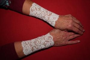 Armstulpen Handstulpen elastische Spitze weiß florales Design - Handarbeit kaufen